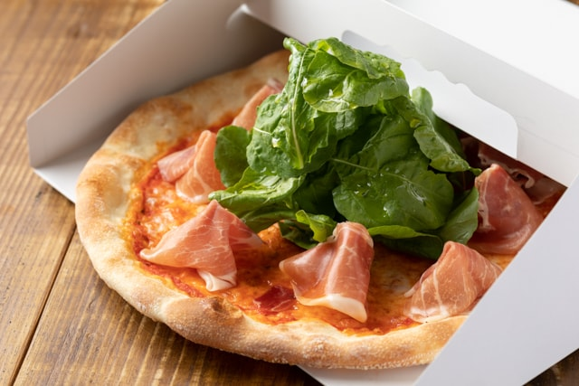 Prosciutto e rucola pizza take out 640