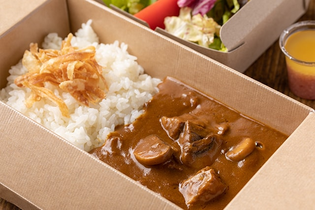 Beef curry rice take out 640B