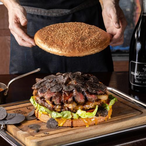 【Golden Giant Burger with Magnum Bottle】 Book Online Now!